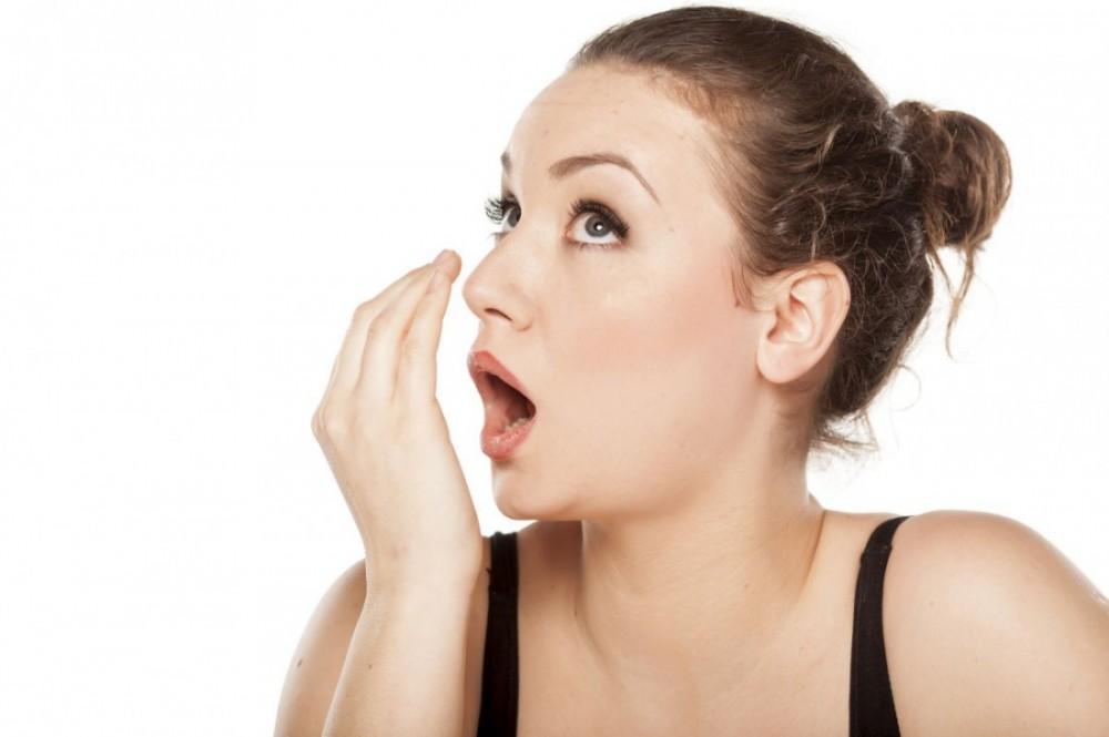 как вылечить запах изо рта народными средствами